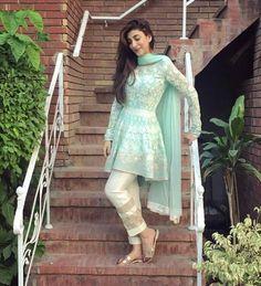 Latest Designs Pakistani Fashion Short Frocks With Capris 2019 Pakistani Frocks, Pakistani Dress Design, Pakistani Outfits, Indian Outfits, Pakistani Actress, Western Outfits, Pakistani Fashion 2017, Pakistan Fashion, Indian Fashion