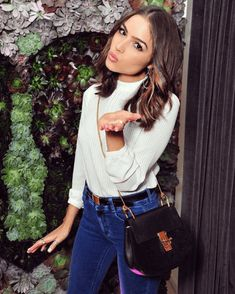 Olivia Culpo Chain Strap Bag - Olivia Culpo arrived for the Wildfox Loves Coca-Cola collection launch carrying a Chloe Drew suede and leather cross-body bag. Olivia Culpo Style, Olivia Culpo Hair, Club Outfits, Casual Outfits, Casual Chic, Chloe Drew Bag, Look Fashion, Fashion Outfits, Trendy Fashion