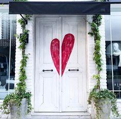 Passando para desejar um final de domingo cheio de amor  P.S.: Na foto uma porta linda que vi hoje pelas ruas de SP... Quem mais ama uma porta linda aqui?? #sundaymood #sunday #love #domingando #potd
