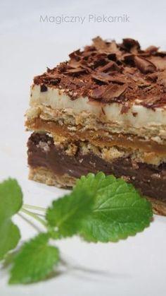 Proste, nie wymagające pieczenia, a w dodatku bardzo smaczne. Mimo zawartości masy krówkowej nie jest straszliwie słodkie. Krótko mówiąc ... Pastry Recipes, Cake Recipes, Dessert Recipes, Cooking Recipes, Unique Desserts, Delicious Desserts, Yummy Food, Cookie Desserts, No Bake Desserts
