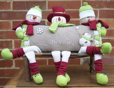 So cute snowmen! Christmas Sewing, Christmas Love, Christmas Pictures, Christmas Snowman, Christmas Ornaments, Felt Christmas Decorations, Snowman Decorations, Snowman Crafts, Cute Sewing Projects