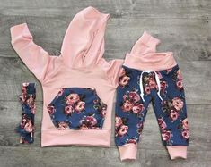 Newborn girl outfit / summer joggers / coming home outfit / toddler jogger outfit / newborn photo outfit / floral joggers Girls Summer Outfits, Little Girl Outfits, Toddler Outfits, Outfit Summer, Toddler Girls, Kids Girls, Baby Girl Fashion, Kids Fashion, Fashion Clothes