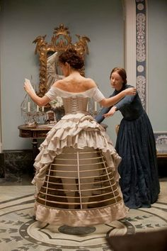 This week,I want to talk about the comparison of fashion in modern era and Victorian era. In Victorian era, one of the most important thi...