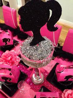 Centro de mesa con silueta de barbie. #FiestaBarbie