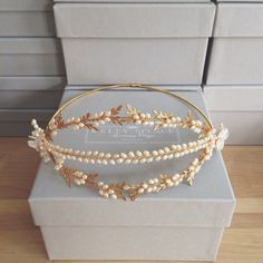 A stunning vintage inspired halo with tri-strand front section of golden leaves and freshwater pearl blossom. Back half of halo can be wrapped in hair coloured