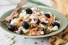 Salade de riz grecque aux olives, féta et aubergine