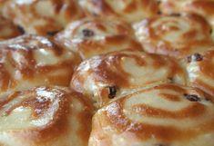 Σταφιδόψωμα αρωματικά, ατομικά Sweet Buns, Sweet Pie, Sweet Pastries, Greek Recipes, Different Recipes, Cinnamon Rolls, Food Processor Recipes, Sausage, French Toast