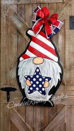Fantastic Free of Charge Patriotic Gnome Burlap Door Hanger, Spring Wreath, Summer decor Ideas Your individual door hanger Sure, the classic is needless to say the door pendant, by which on the f 3d Christmas, Christmas Ornaments, Silver Christmas, Summer Decoration, Gnome Paint, Painting Burlap, Burlap Door Hangers, Christmas Door Decorations, Burlap Door Decorations