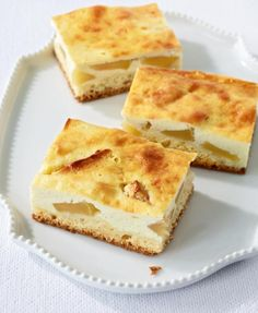 Apfel-Quark-Schnitten Easy Baking Recipes, Apple Recipes, Sweet Recipes, Cooking Recipes, Gateaux Cake, Chocolate Desserts, Let Them Eat Cake, Cooking Time, Food To Make