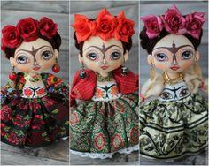 Купить или заказать Интерьерная  текстильная кукла многоликая Фрида в интернет-магазине на Ярмарке Мастеров. Вашему вниманию представлены сразу ТРИ Фриды) Цена указана за одну куколку. В стоимость входит подставка и подарочная упаковка. Интерьерная текстильная кукла Фрида Кало. Одна из моих любимиц, рожденная на одном дыхании, под впечатлением от жизни и творчества яркой женщины. Куклы несут глубинный смысл. А такие, как интерьерная кукла Фрида Кало, особенно.