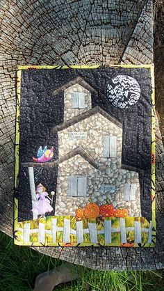 Haunted house mini quilt. Paper pieced. AMAZING!