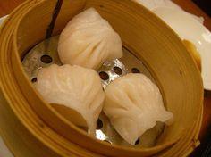 I ravioli cinesi, ovvero jiaozi, si possono preparare a casa con una semplice ricetta. Scegli come cucinarli: a vapore, alla piastra, bolliti o brasati?