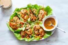 So tasty and easy to whip up for a quick lunch or a casual dinner! These shrimp lettuce wraps pack a flawless combination of flavors and textures: grilled shrimp with sautéed red peppers, carrots, …