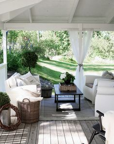 Veranda inspiration - få New England stilen - Inredningsvis Outdoor Style, Home, Home Porch, Outdoor Decor, Outdoor Rooms, Rustic Outdoor, Rooms For Rent, Rustic Rocking Chairs, Outdoor Furniture Sets