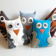 Happy Owls~ COuld make these for each child to hold for Owl Babies story as Bridgit's idea Owl Fabric, Fabric Crafts, Happy Owl, Owl Bags, Felt Owls, Owl Crafts, Sock Animals, Cute Owl, Pin Cushions