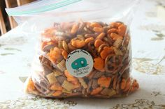 Goldfish Puffs: Perfect Teen Snacks for Road Trips The Traveling Praters Road trip snack mix Related posts: No related posts. Vacation Meal Planning, Vacation Snacks, Road Trip Snacks, Road Trips, Gluten Free Snacks, Healthy Snacks, Vanilla Bean Cupcakes, Food Porn, Foodblogger