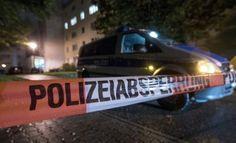 Die fieberhafte Suche nach einem 22-jährigen Syrer wegen möglicher Anschlagspläne hat die sächsische Stadt Chemnitz weiter in Atem gehalten. Am Sonntag gab es in einer Wohnung erneut einen Großeinsatz der Polizei. Die Hintergründe blieben zunächst unklar. Nach dem Fund von hochgefährlichem Sprengstoff