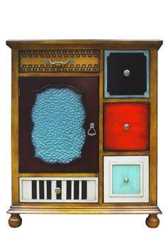 """Комод """"Gouache"""" выполнен из натурального дерева и имеет особенный отличительный дизайн, как и вся мебель данной торговой марки. Он сочетает в себе классику и модерн, элементы антикварности и креатива. Классическая форма комода вступает в контраст с внешней отделкой его фронтальной панели. Разнообразие модных отделочных фактур и оттенков, интересная фурнитура в стиле ретро – всё это делает комод """"Gouache"""" яркой экспрессивной деталью любого интерьера. Множество вместительных отделений…"""