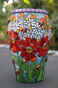 mosaic flower pots- love all of it except lilac rim.i would have gone for a darker blue mosaic flower pots- love all of it except lilac rim.i would have gone for a darker blue Mosaic Planters, Mosaic Garden Art, Mosaic Tile Art, Mosaic Vase, Mosaic Flower Pots, Mosaic Artwork, Mosaic Crafts, Mosaic Projects, Glass Planter