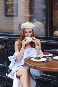 5 Parisian Cafes That Might As Well Have A Dress Code - Cute French Style Beige Beret And Off The Shoulder Pale Blue Mini Dress Parisian Cafe, Parisian Style, Look Com All Star, Outfit Des Tages, Mysterious Girl, Poses References, Coffee Girl, Coffee Lovers, French Chic
