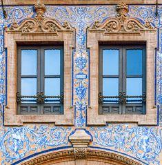 https://flic.kr/p/qYEHuw | ventanas | Edificio bar Laredo , de la arquitectura regionalista Sevillana, con cerámica de alfareros de Triana ( barrio de Sevilla ) para 52 Weeks - 52 photos Gracias por pasar y comentar :))