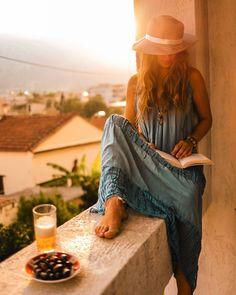"""Elena ⚓ Boatlife • Vanlife on Instagram: """"When in Greece ☀️🌱 Guten Abend ihr Lieben! Was für ein Chaos sag ich euch 🤭 ich bin froh, dass wir euch noch nicht vertrieben haben aber…"""" Online Dress Shopping, Women's Fashion Dresses, Her Style, Amazing Women, Outfit Of The Day, Street Wear, Street Style, Instagram, Womens Fashion"""