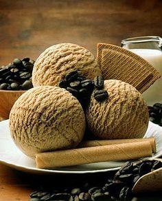 Hoje tem sorvete de café. http://papoentremulheresbrasil.blogspot.com.br/2014/07/receita-doce-do-dia-sorvete-de-cafe.html