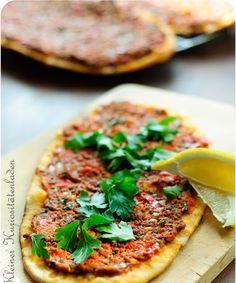 Seit kurzem hab ich eine ausgeprägte türkische Koch-Phase, das liegt natürlich zum Einen an der Jahreszeit und dem vielfältigen Gemüseangebo...