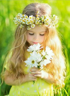 Beautiful little girl holding a bouquet of white flowers and wearing a daisy flower crown. Cute blond little girl in Spring. Flower Girls, Flower Girl Dresses, Girls With Flowers, White Flowers, Little Girl Photos, Girl Pictures, Cute Baby Girl, Cute Babies, Cute Little Girls