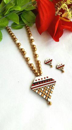 Golden White and Red Triangular Pendant Terracotta Jewellery Set