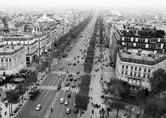 Mist descends onto the Av. des Champs Elysees