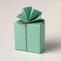 Geschenkschachtel FA 2 6x6x3 cm, mit elastischem Bändchen #Pralinenverpackung #Geschenkschachteln #Tischdekoration #Gastgeschenke Container, Box, Guest Gifts, Paper Board, Snare Drum