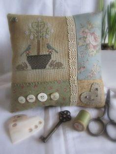 Spring Tree Cushion  (finishing idea)