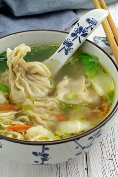 Try this wonton soup easy recipe. Classic Chinese dumplings filled with minced pork and shrimps and soup loaded with vegetables to keep you fit and warm! Recipes Using Pork, Soup Recipes, Sisig Recipe, Chicken Macaroni Salad, Appetizer Recipes, Appetizers, Cassava Cake, Chicken Spring Rolls, Coconut Milk Curry