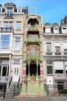 A Tour of Art Nouveau Architecture in Brussels – The Holidaymaker Art Nouveau Interior, Art Nouveau Architecture, Art Nouveau Design, Beautiful Architecture, Beautiful Buildings, Art And Architecture, Beautiful Places, Art Deco, Art Du Monde