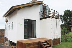 Casa container da Leila e do Ricardo Cargo Container Homes, Building A Container Home, Container House Design, Shipping Container Homes, Tiny House Design, Shipping Containers, Micro House, Tiny House Plans, Tiny Living