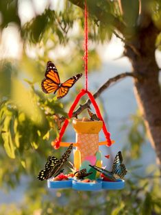 Take a short tour of these DIY butterfly feeder ideas for your garden which have only been shared here to inspire your creativity! Here all these DIY butterfly feeders are sure to please all the butterflies Butterfly Feeder, Diy Butterfly, Best Bird Feeders, Diy Bird Feeder, Cool Diy Projects, Craft Projects, Project Ideas, Craft Ideas, Washi