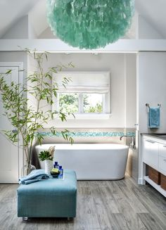Could this teal & white bathroom be any more perfect?