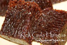 Kek Gula Hangus Rice Cake Recipes, Marble Cake Recipes, Milk Recipes, Baking Recipes, Dessert Recipes, Baking Breads, Coconut Desserts, Asian Desserts, Indonesian Desserts