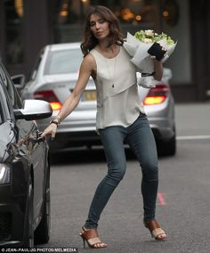 Christine Bleakley looks chic as she collects flowers with Frank Christine Bleakley, Preppy Style, My Style, Tan Heels, Looks Chic, Hijab Dress, Casual Wear, What To Wear, Street Style