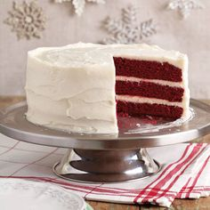 Red Velvet Cake - Really moist with a good cocoa flavor. I made this into cupcakes and sprinkled toasted pecans on top. This is perfect maybe two layers Velvet Cake, Red Velvet, Velvet Cream, Cake Cookies, Cupcake Cakes, Just Desserts, Delicious Desserts, Cake Recipes, Dessert Recipes