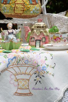"""Bernideen's Tea Time Blog: A NEW TEAPOT for """"Tea In The Garden"""""""