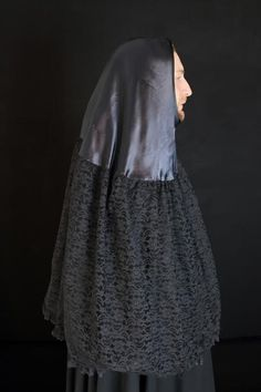 This is a Venetian costume maker's site with multiple pictures of the cloak that goes with the Bauta mask.