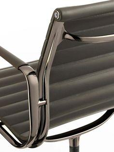 Aluminium Series Chair EA 108 Dark Chrome - Design: Charles & Ray Eames, 1958 - VITRA