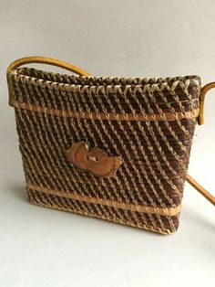 Pine needle Basket Weaving, Hand Weaving, Paper Bowls, Pine Needle Baskets, Pine Needles, Beyond Words, Fabric Paper, Wicker, Gourd Crafts