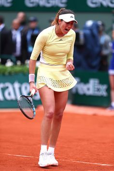 Garbine Muguruza Photos - Garbine Muguruza of Spain reacts the Ladies Singles final match against Serena Williams of the United States on day fourteen of the 2016 French Open at Roland Garros on June 4, 2016 in Paris, France. - 2016 French Open - Day Fourteen