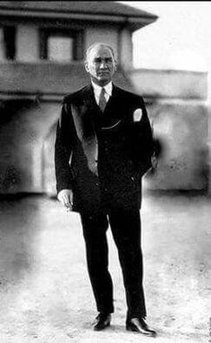 Mustafa Kemal Atatürk The start of Republic of Turkey 1923 Istanbul, Ottoman Turks, Turkish Army, Holiday Pictures, Great Leaders, Historical Pictures, The Republic, Portrait, Revolutionaries