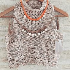 No photo description. Crochet Crop Top, Crochet Blouse, Crochet Summer Tops, Crochet Bikini, Knit Crochet, Knitting Patterns, Crochet Fashion, Beautiful Crochet, Crochet Baby Dresses