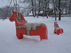 Dala horses in snow.....they have thsee all over Lindsbourg Kansas. Reminds me of Christmas!