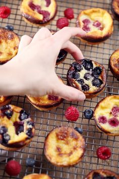 Small flaky fruit flans - chefNini - Desserts et gourmandises - Desserts Healthy Beef Recipes, Healthy Snacks For Kids, Dog Food Recipes, Low Carb Diets, Leaky Gut, Junk Food, New Fruit, Fruit Orange, Healthy Yogurt